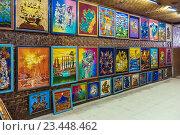 Джокьякарта, Индонезия. Художественная галерея - традиционные сувениры, выставка батика (2008 год). Редакционное фото, фотограф Ростислав Агеев / Фотобанк Лори