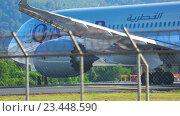 Купить «Airplane was taxiing to the runway», видеоролик № 23448590, снято 27 ноября 2015 г. (c) Игорь Жоров / Фотобанк Лори