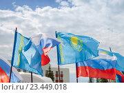 Купить «Флаги Российской Федерации и Казахстана на фоне неба», эксклюзивное фото № 23449018, снято 29 августа 2016 г. (c) Иван Карпов / Фотобанк Лори