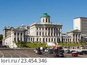 Купить «Дом Пашкова в Москве», эксклюзивное фото № 23454346, снято 28 августа 2016 г. (c) Константин Косов / Фотобанк Лори