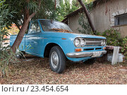Купить «Старый синий пикап  Datsun 1300», фото № 23454654, снято 16 августа 2016 г. (c) EugeneSergeev / Фотобанк Лори