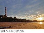 Купить «Осиновецкий маяк и закат на берегу Ладожского озера», фото № 23459786, снято 13 июня 2016 г. (c) Максим Мицун / Фотобанк Лори