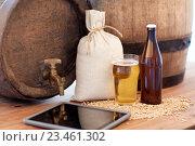Купить «close up of beer barrel, tablet pc and malt», фото № 23461302, снято 22 июля 2016 г. (c) Syda Productions / Фотобанк Лори