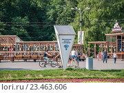 Купить «Бесплатная точка доступа Wi-Fi в парке Сокольники», эксклюзивное фото № 23463606, снято 4 июня 2014 г. (c) Алёшина Оксана / Фотобанк Лори