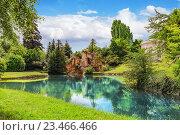 Купить «Грот Аполлона, красивый сад в знаменитом Версальском дворце (Шато де Версаль), Франция», фото № 23466466, снято 2 июля 2016 г. (c) Vitas / Фотобанк Лори