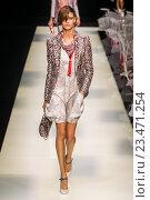 Купить «MILAN, ITALY - SEPTEMBER 28: A model walks the runway during the Giorgio Armani fashion show as part of Milan Fashion Week Spring/Summer 2016 on September 28, 2015 in Milan, Italy.», фото № 23471254, снято 28 сентября 2015 г. (c) Anton Oparin / Фотобанк Лори