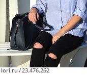 Купить «Стильно одетая девушка», эксклюзивное фото № 23476262, снято 2 сентября 2016 г. (c) lana1501 / Фотобанк Лори