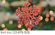 Купить «Рождественская игрушка качается на фоне боке», видеоролик № 23476926, снято 18 ноября 2015 г. (c) Александр Багно / Фотобанк Лори