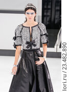 PARIS, FRANCE - OCTOBER 06: Kendall Jenner walks the runway during the Chanel show as part of the Paris Fashion Week Womenswear Spring/Summer 2016 on October 6, 2015 in Paris, France. Редакционное фото, фотограф Anton Oparin / Фотобанк Лори
