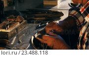 Купить «Goldsmith working in workshop», видеоролик № 23488118, снято 5 апреля 2020 г. (c) Wavebreak Media / Фотобанк Лори