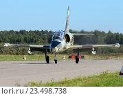 Купить «Самолет Aero L-39C (бортовой RA-1894G) на взлете, аэродром Орловка», эксклюзивное фото № 23498738, снято 27 августа 2016 г. (c) Alexei Tavix / Фотобанк Лори