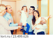 Купить «Aged couple meeting family at doorstep», фото № 23499626, снято 17 октября 2018 г. (c) Яков Филимонов / Фотобанк Лори