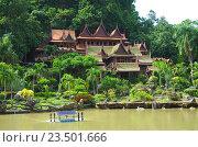 Купить «Деревянный храм Wat Khao Wong Buddhist temple в провинции Утхайтхани, Таиланд», фото № 23501666, снято 2 сентября 2016 г. (c) Natalya Sidorova / Фотобанк Лори