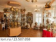 Купить «Экспозиция в музее самоваров в Городце», эксклюзивное фото № 23507058, снято 27 марта 2016 г. (c) Gagara / Фотобанк Лори