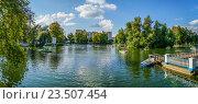 Купить «Панорама Голицынского пруда в парке Горького», эксклюзивное фото № 23507454, снято 3 сентября 2016 г. (c) Виктор Тараканов / Фотобанк Лори