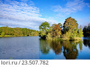 Остров в середине озера. Стоковое фото, фотограф Андрей Силивончик / Фотобанк Лори