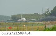 Купить «Widebody airplane taxiing after landing», видеоролик № 23508434, снято 26 ноября 2015 г. (c) Игорь Жоров / Фотобанк Лори