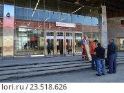 Купить «Вход на станцию «Локомотив» Московского центрального кольца (МЦК)», эксклюзивное фото № 23518626, снято 12 сентября 2016 г. (c) lana1501 / Фотобанк Лори