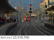 Купить «Поезд «Ласточка» подъезжает к пассажирским платформам станции «Измайлово» Московского центрального кольца (МЦК)», эксклюзивное фото № 23518706, снято 10 сентября 2016 г. (c) lana1501 / Фотобанк Лори