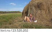 Pretty country blonde girl falls on a haystack. Стоковое видео, видеограф Serg Zastavkin / Фотобанк Лори