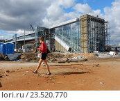 Купить «Строительство наземного вестибюля станции «Измайлово» Московского центрального кольца (МЦК)», эксклюзивное фото № 23520770, снято 13 сентября 2016 г. (c) lana1501 / Фотобанк Лори