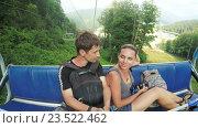 Купить «Пара на лыжном подъемнике», видеоролик № 23522462, снято 16 апреля 2016 г. (c) Потийко Сергей / Фотобанк Лори