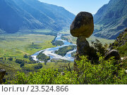 Каменные грибы на Алтае в долине Чулышмана / Nature phenomenon and nature miracle Stone Mushrooms rocks in Altai mountains and river Chulyshman. Стоковое фото, фотограф Serg Zastavkin / Фотобанк Лори