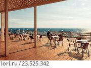 Терраса гриль-бара с видом на Черное море. Кабардинка, Россия. Стоковое фото, фотограф Надежда Тинякова / Фотобанк Лори