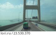 Мост в Гонконге, вид из двухэтажного автобуса (2016 год). Редакционное видео, видеограф Михаил Коханчиков / Фотобанк Лори
