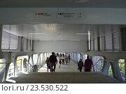 Купить «Пешеходный мост на станции «Бульвар Рокоссовского» Московского центрального кольца (МЦК)», эксклюзивное фото № 23530522, снято 12 сентября 2016 г. (c) lana1501 / Фотобанк Лори