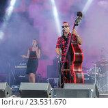 Купить «Музыканты на сцене», фото № 23531670, снято 12 августа 2016 г. (c) Герман Сивов / Фотобанк Лори