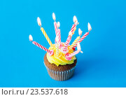 Купить «birthday cupcake with many burning candles», фото № 23537618, снято 30 июня 2016 г. (c) Syda Productions / Фотобанк Лори