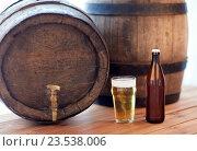 Купить «close up of old beer barrel, glass and bottle», фото № 23538006, снято 22 июля 2016 г. (c) Syda Productions / Фотобанк Лори