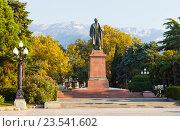 Купить «Памятник Владимиру Ленину. Ялта. Крым.», фото № 23541602, снято 5 сентября 2016 г. (c) Сергей Афанасьев / Фотобанк Лори