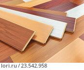 Купить «Parquet o laminate wooden planks of the different colors on the floor.», фото № 23542958, снято 8 июля 2020 г. (c) Maksym Yemelyanov / Фотобанк Лори