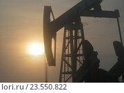 Нефть,  солнце, вечер. Стоковая иллюстрация, иллюстратор Александр Бельцов / Фотобанк Лори