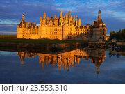 Купить «Chambord, Chambord Castle, Chateau de Chambord, Sunset, Loir et Cher, Loire Valley, Loire River, Val de Loire, UNESCO World Heritage Site, France.», фото № 23553310, снято 7 мая 2015 г. (c) age Fotostock / Фотобанк Лори