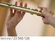 Купить «Девушка играет на флейте во время концерта в консерватории», фото № 23560126, снято 20 сентября 2016 г. (c) Николай Винокуров / Фотобанк Лори