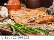 Вкусный рыбный пирог на столе. Стоковое фото, фотограф Владимир Семёнов / Фотобанк Лори