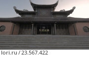 Купить «Buddhist pagoda in Bai Dinh Temple, Vietnam», видеоролик № 23567422, снято 12 мая 2016 г. (c) Данил Руденко / Фотобанк Лори