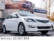 Купить «Автомобиль Hyundai Solaris (Accent, Verna)», фото № 23567854, снято 22 марта 2016 г. (c) Konstantinp / Фотобанк Лори