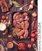 Жареные сосиски на противне. Стоковое фото, фотограф Андрей Маслаков / Фотобанк Лори