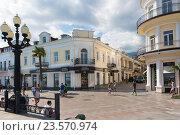 Купить «Перекресток на набережной Ялты. Крым», фото № 23570974, снято 12 сентября 2016 г. (c) Наталья Гармашева / Фотобанк Лори