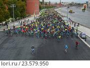 Купить «Одиннадцатый осенний Московский велопарад 24 сентября 2016 года», эксклюзивное фото № 23579950, снято 24 сентября 2016 г. (c) lana1501 / Фотобанк Лори