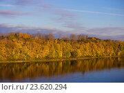 Осенний берег реки Волхов. Стоковое фото, фотограф Анна Алексеенко / Фотобанк Лори