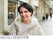 Купить «Mature woman posing outdoors», фото № 23627078, снято 21 апреля 2019 г. (c) Яков Филимонов / Фотобанк Лори