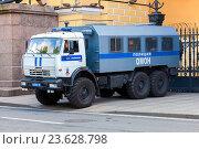 Russian police heavy truck parked on the city street in summer day, фото № 23628798, снято 31 июля 2016 г. (c) FotograFF / Фотобанк Лори
