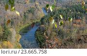 Купить «Бердские скалы, или Зверобой - одно из красивейших мест в Новосибирской области / River Berd in fall time», видеоролик № 23665758, снято 1 октября 2016 г. (c) Serg Zastavkin / Фотобанк Лори