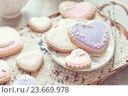 Купить «Печенье в виде сердца», фото № 23669978, снято 27 марта 2016 г. (c) Вероника Галкина / Фотобанк Лори