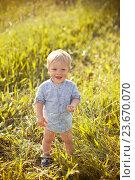Купить «Маленький мальчик стоит на траве», фото № 23670070, снято 19 июня 2016 г. (c) Вероника Галкина / Фотобанк Лори